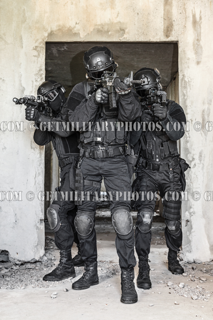 SWAT officer with ballistic shield - S.W.A.T. and police - Military ...