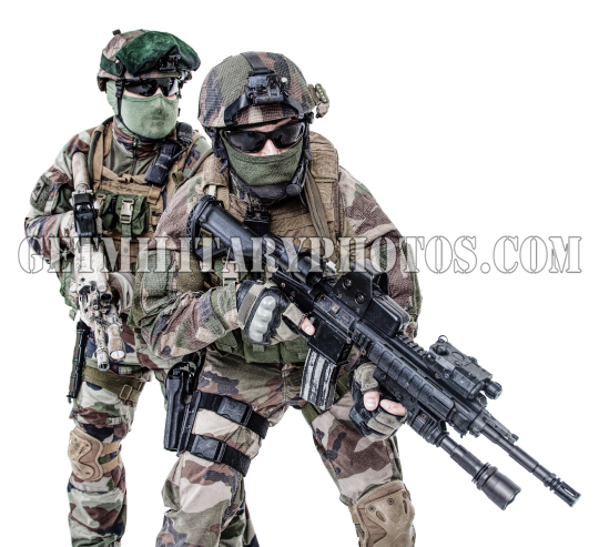 French paratroopers with weapons